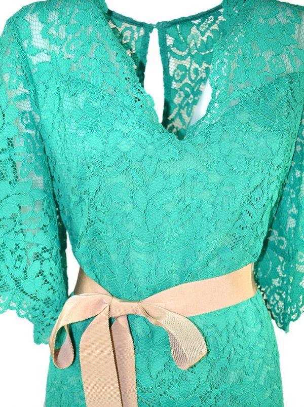 Платье Vuall зеленое гипюровое с бежевым поясом