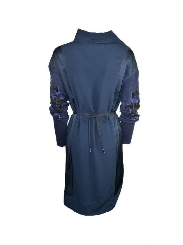 Платье VDP темно-синее с широким воротом и трикотажными рукавами с вышивкой