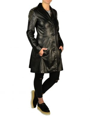 Плащ W Les Femmes черный кожаный с карманами на плечах металлические клепки-шипы