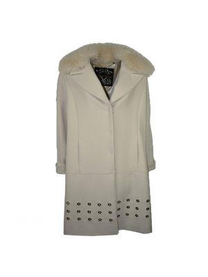 Пальто Chiara D'este белое с меховым воротником и люверсами