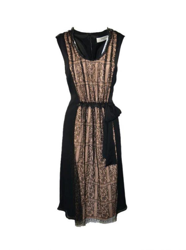 Платье Valentino черное шелковое с гипюром