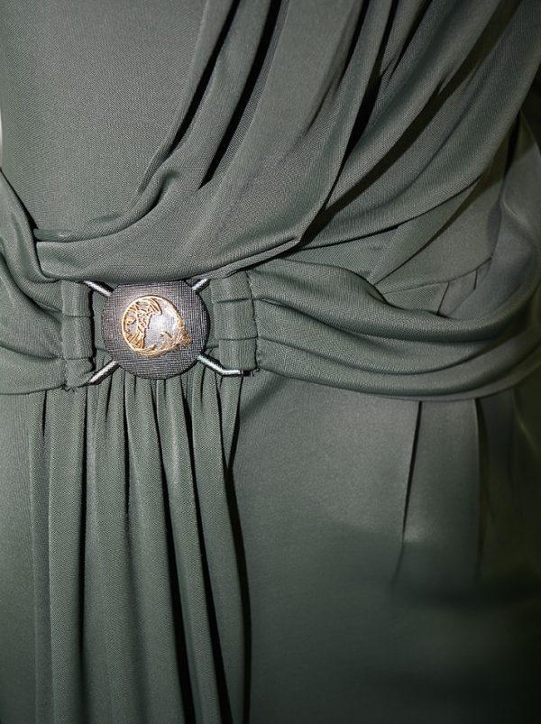 Платье Versace черное с драпировкой и фирменным логотипом