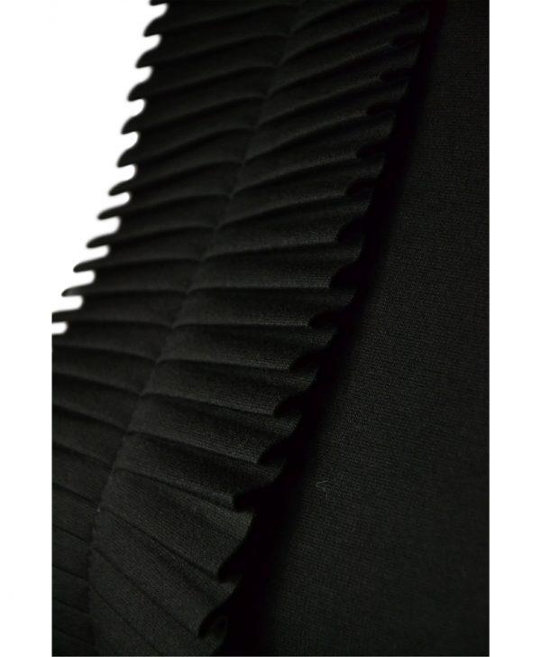 Платье Sandro Ferrone черное с декоративной сборкой-плиссе