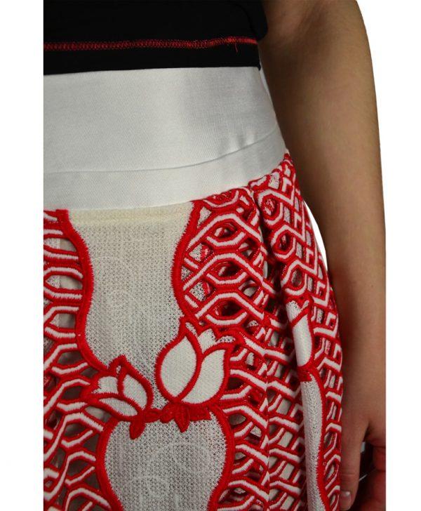 Юбка Silvian Heach молочного цвета с красной вышивкой