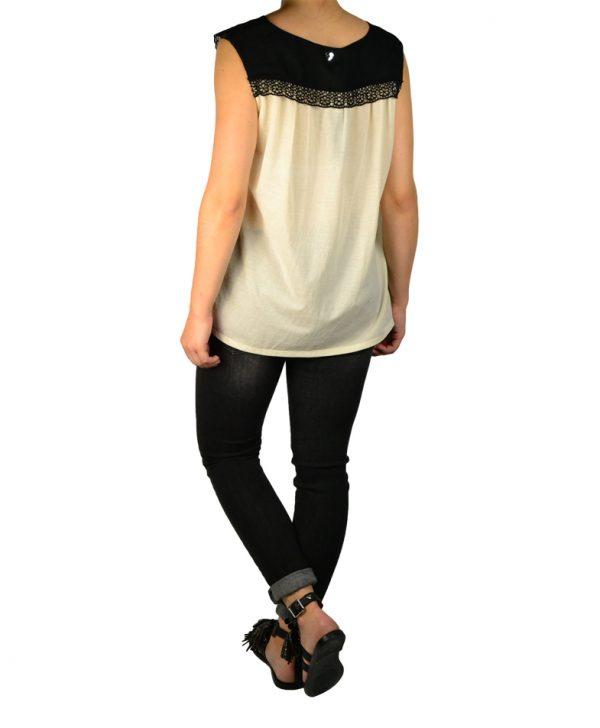Блуза Twin-Set молочного цвета с черной вышивкой