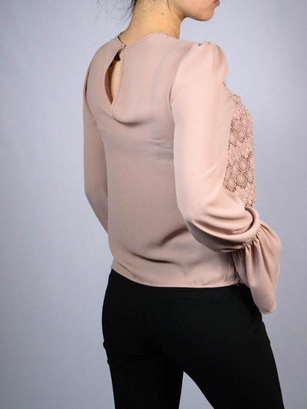 Блуза Imperial пудрового цвета с кружевной вышивкой