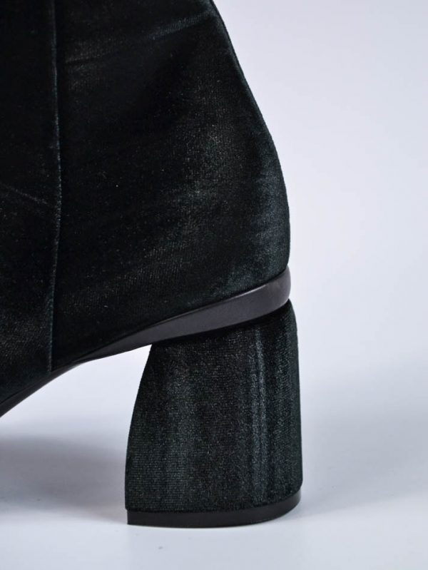 Ботинки Baldan черные велюровые на каблуке