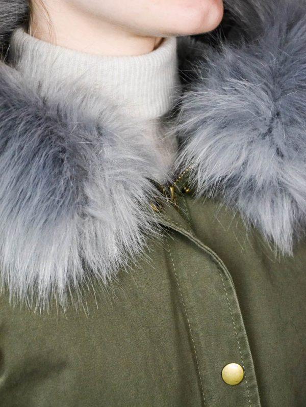 Жилет Mary D'aloia цвета хаки с серым мехом и крупными бусинами