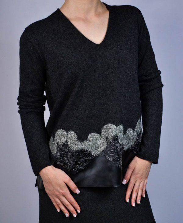 Кофта D. Exterior темно-серая с вышивкой и шелковой вставкой