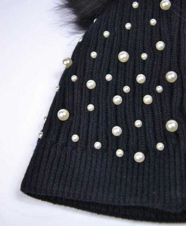 Шапка Mondana черная вязаная с жемчугом