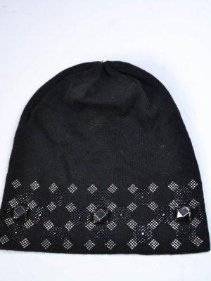 Шапка Mondana черная с камнями и клепками