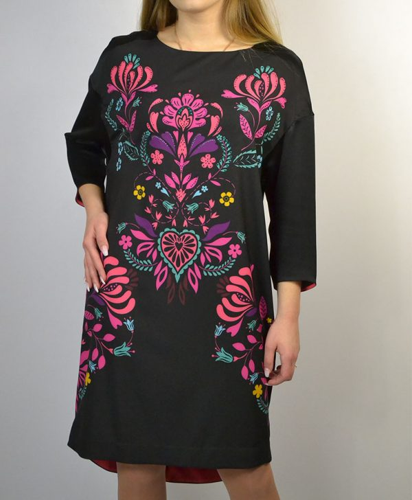 Платье черное с узором цветы розовый фиолетовый стразы